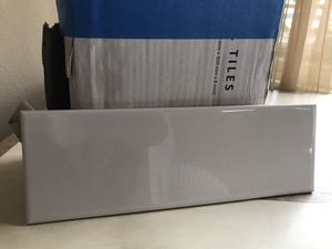 4x12 white glossy subway tile (one box) 23 Pieces. for Sale in Tacoma, WA