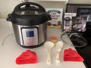 Instant Pot 6 quart with accessories for Sale in Holiday, FL