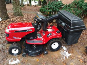 Craftsman Dlt 3000 riding lawn mower for Sale in Spartanburg, SC