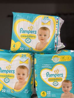 Pampers diapers size 4 for Sale in Los Angeles,  CA