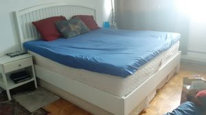 King size bed for Sale in Montréal, QC