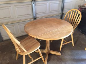 Breakfast table and 2 chairs for Sale in Los Angeles, CA