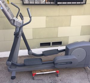 Life Fitness 95xi Commercial Gym Elliptical Cross-Trainer. Pure solidness! (ELLIPTICAL MACHINE )(AVAILABLE FOR IMMEDIATE PICKUP!) for Sale in San Diego, CA