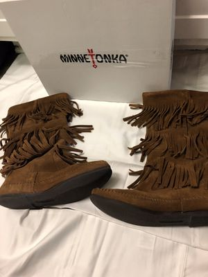 Minnetonka suede fringe boots size 9 for Sale in Smyrna, GA