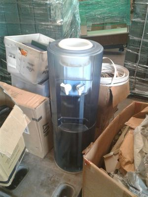 Water cooler 5 gallon capacity for Sale in Orlando, FL