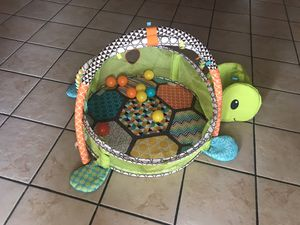 Baby play pin for Sale in Phoenix, AZ