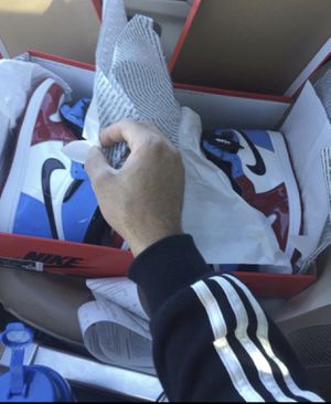 DS NEVER USED UNC CHICAGO JORDAN 1 fearless Size 10.5 for Sale in Renton, WA