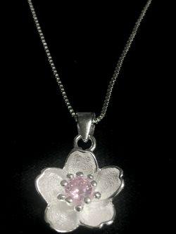 Sterling Silver Necklace / Flower Pendant for Sale in Las Vegas,  NV