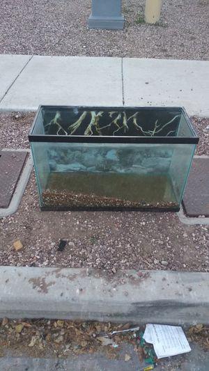 30 gal fish tank for Sale in Phoenix, AZ