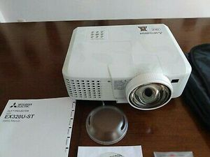 Mitsubishi HDMI 3D Projector for Sale in Barstow, CA