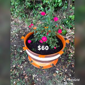 Wheel pots for your flower Flowers Macetas de llantas para tus flores muy hermosas for Sale in Adelphi, MD
