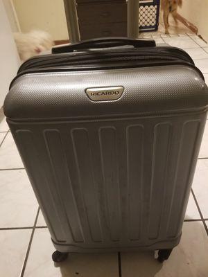 Ricardo suitcase M side for Sale in Las Vegas, NV