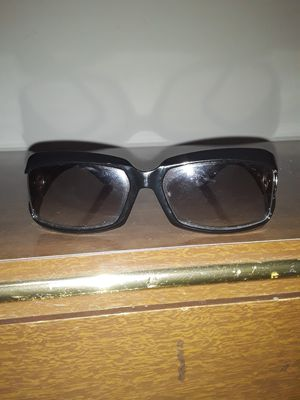 Womens gucci & prada sunglasses for Sale in Auburn, WA