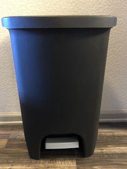 Set of Garbage Cans/Wastebaskets/Trash Cans for Sale in Denver,  CO