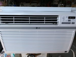 LG 12000 BTU Window Air Conditioner Excellent Condition for Sale in Warrenville, IL