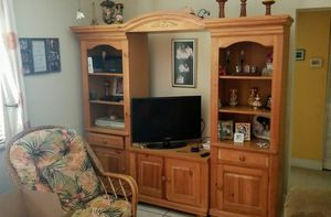 Broyhill entertainment center TV console set for Sale in Miami, FL
