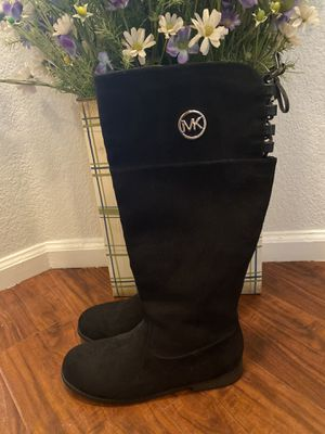 size 5 michael kors boots for Sale in Thornton, CO