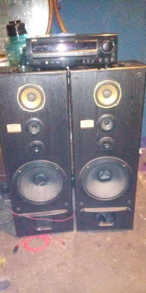 Pioneer homesystem pair 15with 400watt receiver for Sale in Fresno, CA