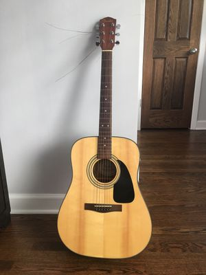 Guitar like new for Sale in Chicago, IL
