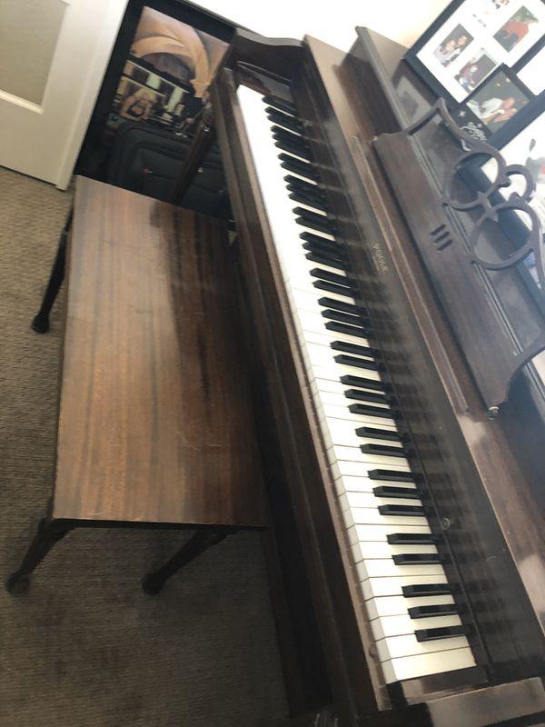 Poole console upright Piano