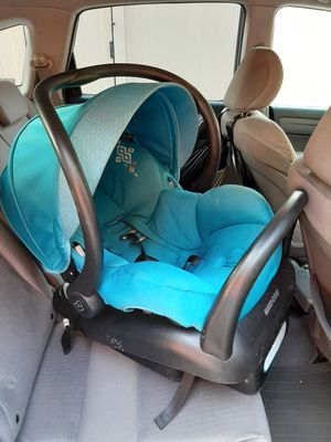 Maxi-Cosi Brand Infant Car Seat in Blue- Excellent Condition for Sale in Brooklyn, NY