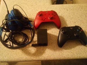 Xbox one controllers and extras for Sale in Las Vegas, NV