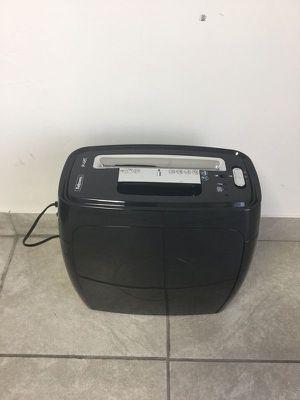 Fellowes Paper shred Shredder Home Office Trituradora de Papel Casa Oficina P-12C for Sale in Miami, FL
