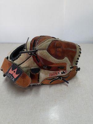 Louisville Slugger Diva Fastpitch Softball Glove 12in. for Sale in San Bernardino, CA