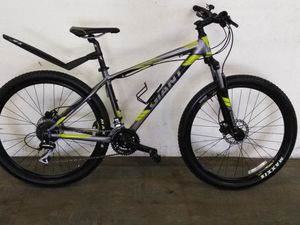 """18"""" Giant talon 12 speed hard tail mountain bike for Sale in Fairview Park, OH"""