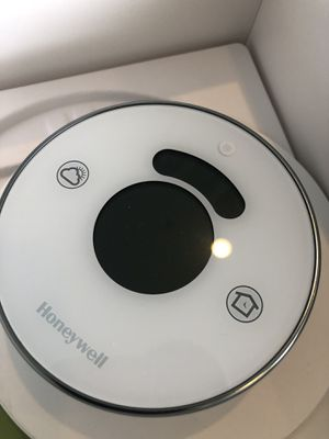 Honeywell Lyric Thermostat WiFi for Sale in Los Angeles, CA