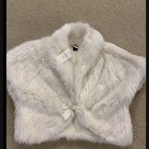 New Baby Gap fur vest 4-5 years for Sale in Bothell, WA