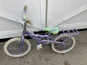 """Schwinn Girls bike 16"""" (need back tire tube replaced) for Sale in Birmingham, MI"""