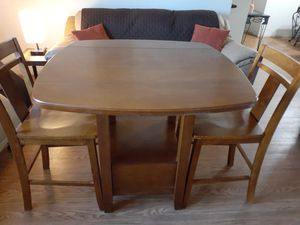 Small dining room table w/4 mediun high chairs(2 never used). for Sale in Miami, FL