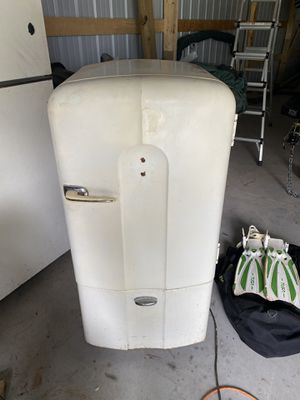 Antique 1940s Philco refrigerator (still works) for Sale in Tomahawk, WI