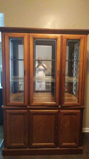 Used china cabinet it comes with all shelves. Pick up only. for Sale in Manassas Park, VA