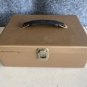 Vintage Metal Box for Sale in Las Vegas, NV