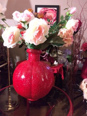"""VINTAGE METAL VASE W/ARTIFICIAL FLOWERS 26"""" NORMAL WEAR, CLEAN $30.00 ENGLISH-SPANISH for Sale in Mesa, AZ"""