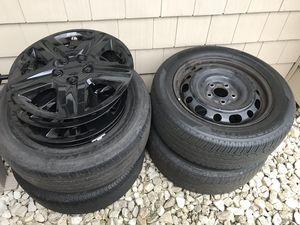 "16"" wheels & black hub caps for Sale in Manalapan Township, NJ"