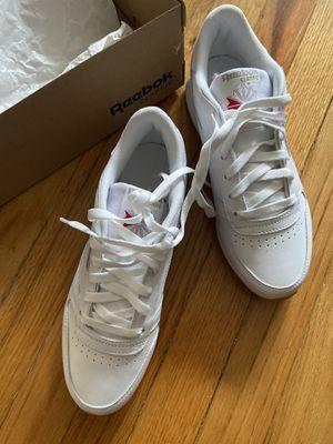 Reebok white sneaker - women size 8 for Sale in Queens, NY