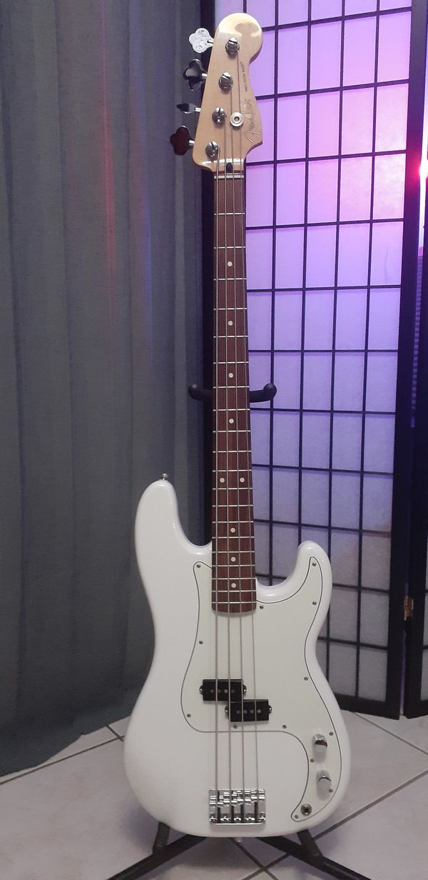Fender P. BASS