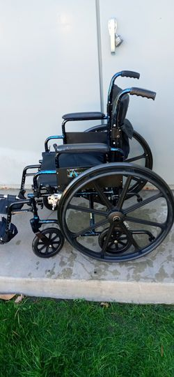 """Ultralight weight.. Wheelchair..18"""" for Sale in Santa Ana,  CA"""