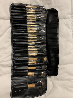 Bobbi Brown makeup brush set and case for Sale in Crowley, TX