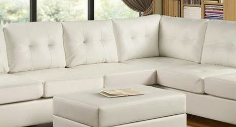 Heights White Reversible Sectional with Storage Ottoman VENDORHAPPY HOMES for Sale in Houston,  TX