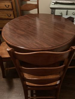 Solid wood round table for chairs solid Wood for Sale in Woodbridge Township,  NJ