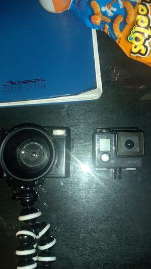 2 cameras for Sale in Moreno Valley, CA