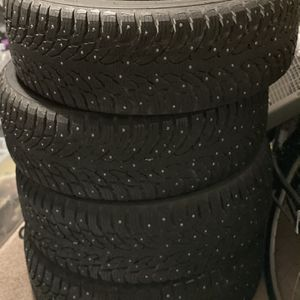 265/65R17 Studded Tires for Sale in Oregon City, OR
