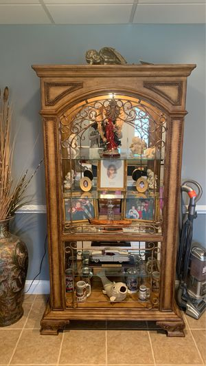 Lighted display cabinet for Sale in Inman, SC