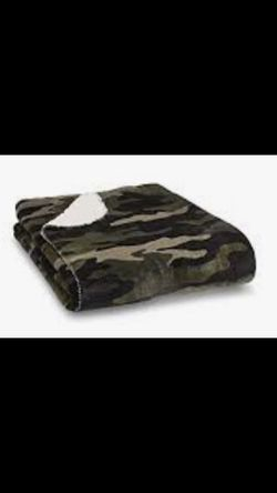 New Victoria Secret Camo Sherpa Blankets for Sale in Menifee,  CA