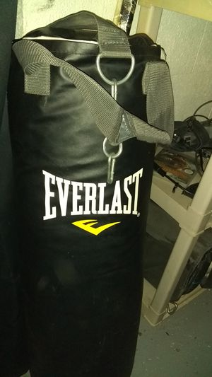 Everlast punching bag and speed bag on stand for Sale in Columbus, OH
