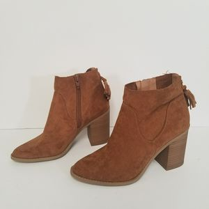 Tan boots size 7 for Sale in Powder Springs, GA